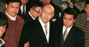 Former South Korean President Chun Doo-Hwan(C) is